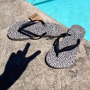 BUNDLE ITEM - Sami flip flop in dotted Leo black